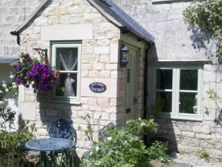 Charming 2 bedroom Cottage in Painswick with Internet Access - Painswick vacation rentals