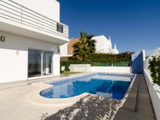 Villa Lillia - 4 bedrooms plus 4 bath/shower rooms - Albufeira vacation rentals