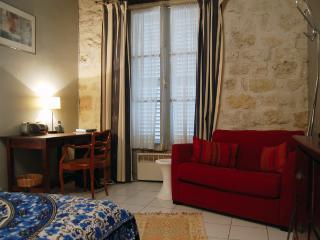 14th District Budget Studio (3121) - Boulogne-Billancourt vacation rentals