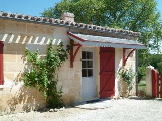 Charming Gite with Internet Access and Outdoor Dining Area - Saint-Germain-Du-Puch vacation rentals