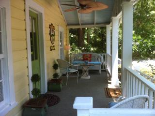 THE FAIRHOPE COTTAGE OPEN FOR SPRING BREAK - Mobile vacation rentals