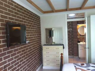 Spacious apart 15 mins to city - Marrickville vacation rentals