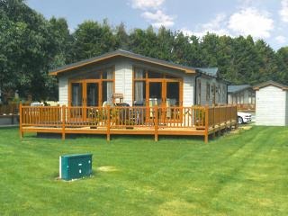 2 bedroom Lodge with Hot Tub in Climping - Climping vacation rentals