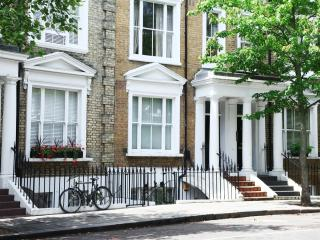Cosy Studio at Earls Court Kensington London! - London vacation rentals
