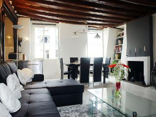 Lovely House with Internet Access and Dishwasher - Paris vacation rentals