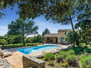 Baby-Friendly Villa Nathalie In Beautiful Garden with Private Pool, Covered Terrace & BBQ - L'Isle-sur-la-Sorgue vacation rentals