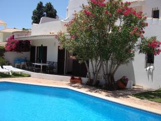 Four bedroom private villa with own pool and garden back onto golf course. - Vilamoura vacation rentals