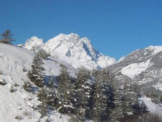 Chalet Les Vigneaux - Large 8 Bedroom Ski Chalet - Puy Saint Vincent vacation rentals