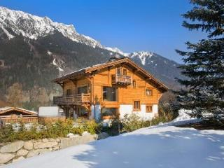 With home cinema, jacuzzi & sauna, Chalet Rosana is the perfect respite after a day's skiing - Les Contamines-Montjoie vacation rentals