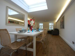 Wonderful 2 bed apartment, Trafalgar Square - London vacation rentals
