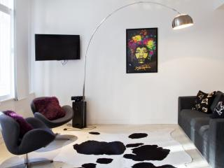 Modern duplex in the bohemian heart of Soho - London vacation rentals