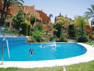 Lovely Townhouse with Internet Access and A/C - Puerto José Banús vacation rentals