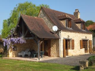 Charming Cottage with Internet Access and Central Heating - Cause-de-Clerans vacation rentals