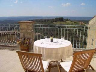 Beautiful 2 bedroom Aups Townhouse with Outdoor Dining Area - Aups vacation rentals