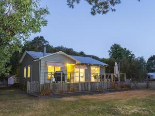 Serenity Halls Gap: National Park Frontage - Halls Gap vacation rentals
