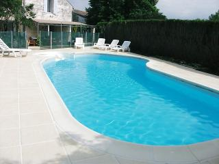 Charming 4 bedroom Manor house in Gemozac with Satellite Or Cable TV - Gemozac vacation rentals
