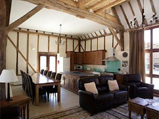 Bright 5 bedroom Ryde Barn with Internet Access - Ryde vacation rentals