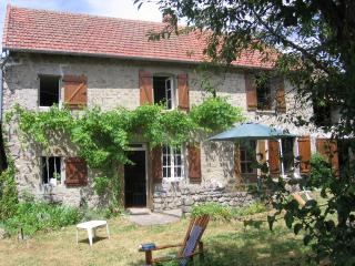 Comfortable 4 bedroom Aubusson House with Satellite Or Cable TV - Aubusson vacation rentals