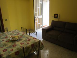 casa vacanza lontana dal caos cittadino - Villafranca Tirrena vacation rentals