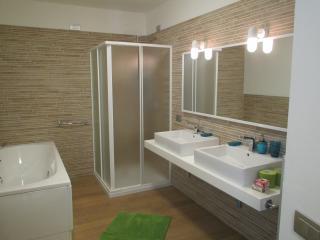 4 bedroom Villa with Internet Access in Salò - Salò vacation rentals