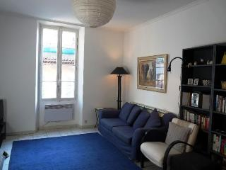 Excellent Cannes 2 Bedroom Holiday Home, Suquet Breeze - Cannes vacation rentals
