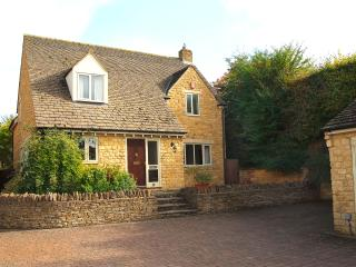 Bright Stow-on-the-Wold vacation House with Outdoor Dining Area - Stow-on-the-Wold vacation rentals