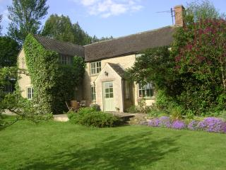Slade Farm Cottage, quiet country lane, Cotswolds - Little Compton vacation rentals
