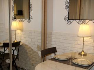 Damrémont apartment 32m² / 345 sq ft - Paris apartment rental Montmartre C79 - 18th Arrondissement Butte-Montmartre vacation rentals