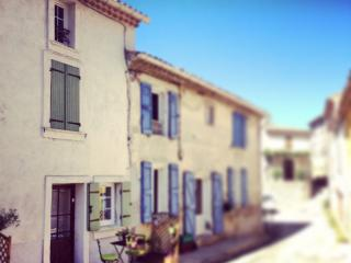 Cozy 1 bedroom Greoux les Bains House with Washing Machine - Greoux les Bains vacation rentals
