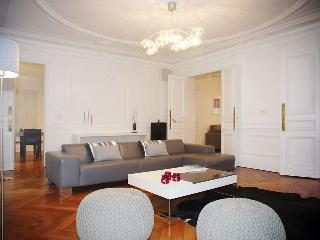 Lovely 3 bedroom House in Paris with Internet Access - Paris vacation rentals