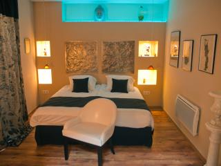 Romantic 1 bedroom Bed and Breakfast in Saint-Quentin - Saint-Quentin vacation rentals