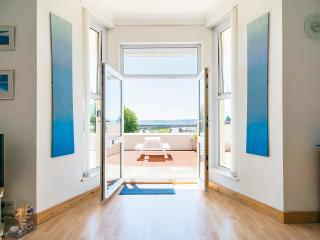 Bright 1 bedroom Marazion Apartment with Deck - Marazion vacation rentals