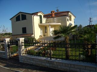 Nice Condo with Grill and Balcony - Umag vacation rentals