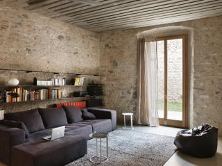 Alemanys 5 - El Jardi - Girona vacation rentals