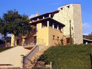 Beautiful 18 bedroom Assisi Farmhouse Barn with Internet Access - Assisi vacation rentals