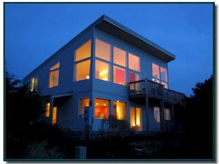 Beautiful modern oceanfront home with room for 8! - Florence vacation rentals