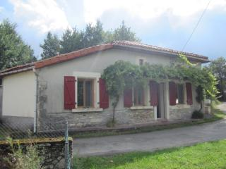 Nice 1 bedroom Cottage in Saint Laurent de Ceris - Saint Laurent de Ceris vacation rentals