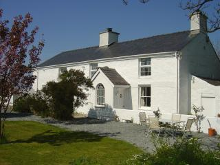 2 bedroom House with Satellite Or Cable TV in Dwyran - Dwyran vacation rentals