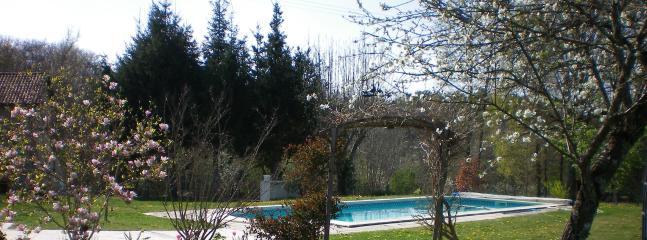 Spacious 4 bedroom Bungalow in Montignac - Montignac vacation rentals