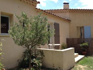 Studio En provence - Lauris vacation rentals