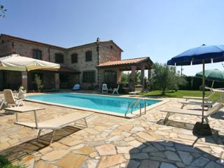 Splendid 4 bedroom villa near the beach, features lovely pool and outdoor space, sleeps up to 10 - Lucca vacation rentals