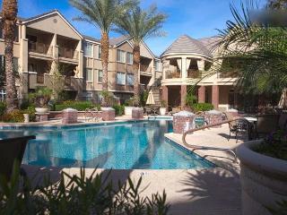 Overlooking Main Pool, Palm Trees & Hummingbirds - Phoenix vacation rentals
