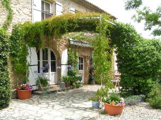 Nice Farmhouse Barn with Internet Access and A/C - Cavaillon vacation rentals