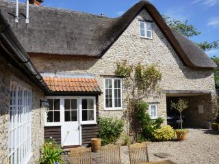 Spacious 4 bedroom Axmouth Cottage with Internet Access - Axmouth vacation rentals