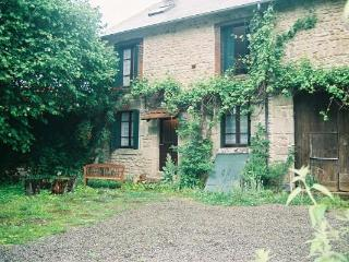 Cozy Farmhouse Barn in Bourganeuf with Internet Access, sleeps 6 - Bourganeuf vacation rentals