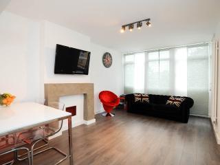 On Brick Lane! 3 bedrooms, 2 floors all brand new - London vacation rentals
