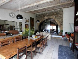 Ancient XIVe sheep-fold - Saint-Jean-de-Barrou vacation rentals