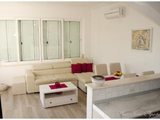 Cozy 1 bedroom Ploce Apartment with Internet Access - Ploce vacation rentals