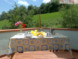 Charming 2 bedroom Montebello di Bertona Condo with Internet Access - Montebello di Bertona vacation rentals