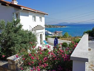 2 bedroom Villa with Internet Access in Cesme - Cesme vacation rentals